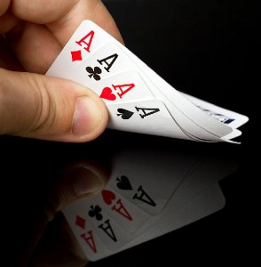 bigstock Four aces in the hand with ref 26938796 294x300 Skicklighetsspel